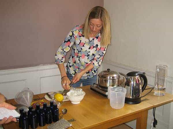 Workshop making elderberry syrup