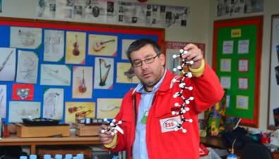 Orchard Junior School Visit from Eddie Henbury – Chemistry